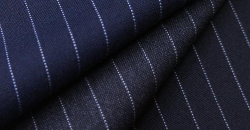 スーツの生地に使われる合成繊維とウールとの混紡