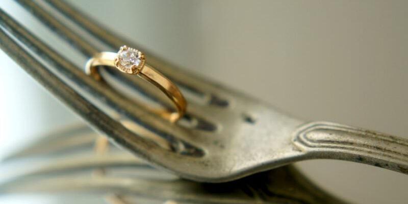 婚約指輪  カラット 相場